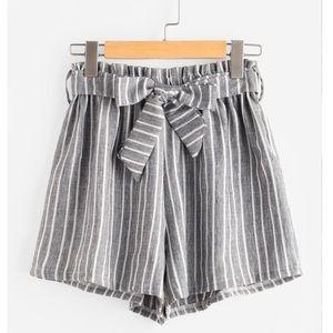 Pants - SOLD❌NWT Grey & white paper bag shorts